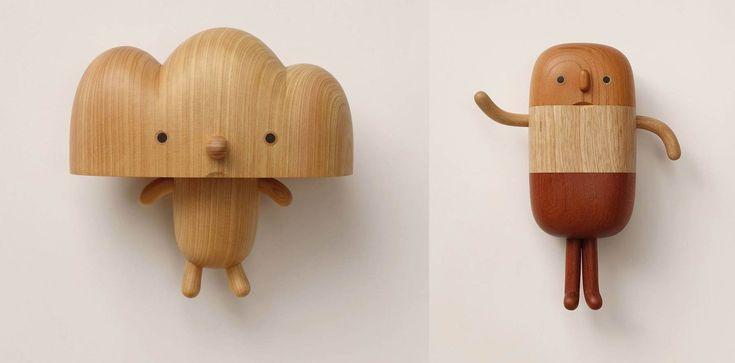 Muñecos de madera de varios colores y de formas suaves, redondas y curvas