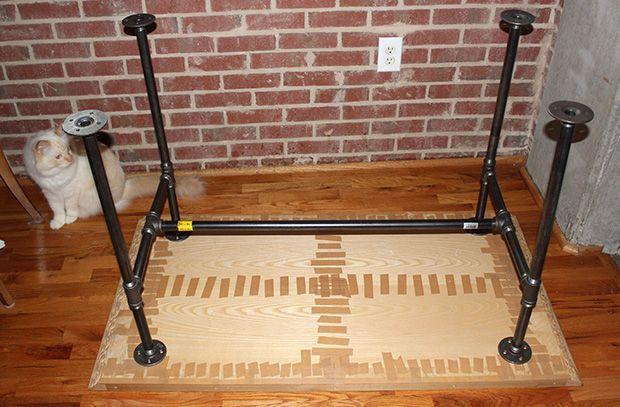 Industrial Pipe Desk - DIY | www.vanillaandvelvet.com