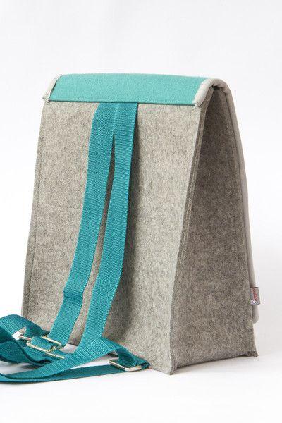 **Rucksack aus hochwertigem Wollfilz** Ein Unikat, dass durch seine klare Form in Kombination mit der fröhlichen Farbgebung für gute Laune sorgt.  Der Rucksack besteht zu 100% aus reiner Wolle....