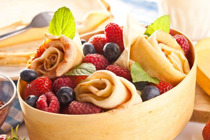 Naleśniki biszkoptowe z dżemem i świeżymi owocami - zobacz przepis na Smacznej Stronie Tesco