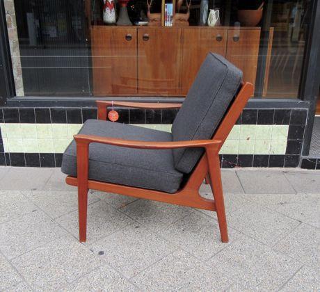http://www.collectika.com.au/wp-content/uploads/2016/03/parker-armchair-3.jpg