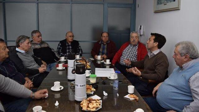 GESTIONES CONJUNTAS CON LA CÁMARA COMERCIAL PARA REACTIVAR TREN DE CARGA   Trabajo conjunto para la reactivación del tren de carga Con el objetivo de continuar avanzando en la optimización de los costos operativos la ampliación y el fortalecimiento del Hinterland y la tendencia hacia un sistema logístico multimodal y federal el Presidente del Consorcio de Gestión del Puerto de Quequén Dr. Arturo Rojas fue invitado a participar de una reunión con los integrantes de la Cámara Comercial e…