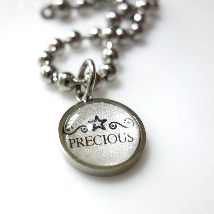Precious, Dog necklace   FURRY TALES, www.furrytales.no