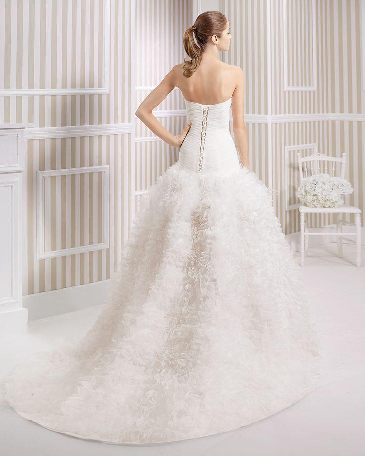 8S199 LYS | Wedding Dresses | 2015 Collection | Luna Novias (back)