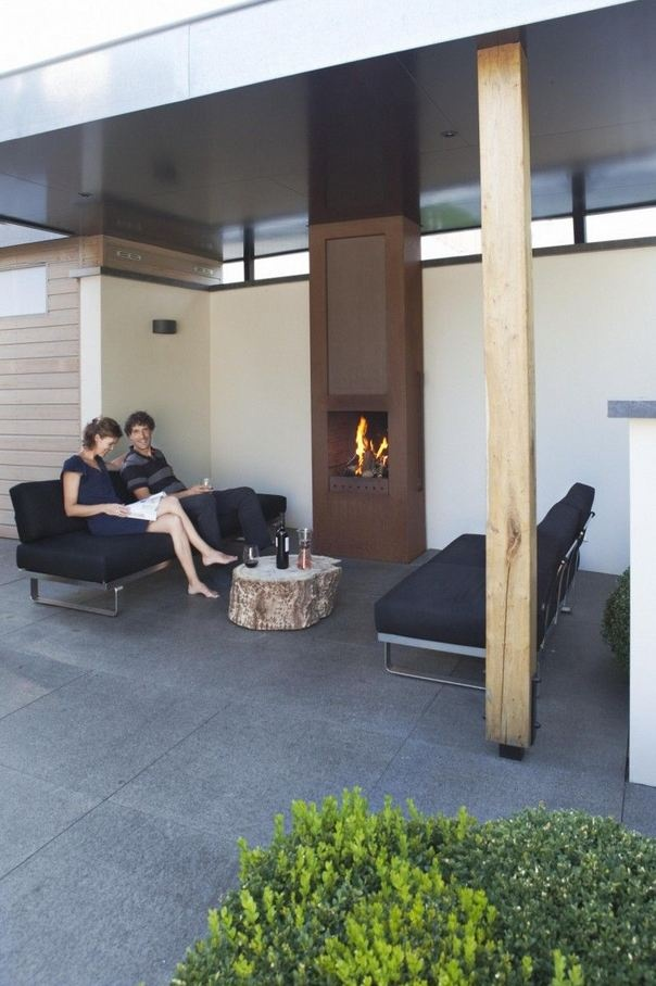 Buiten leven - Tuintrend 2013 Modern outdoor sitting area with fireplace - Mooie!