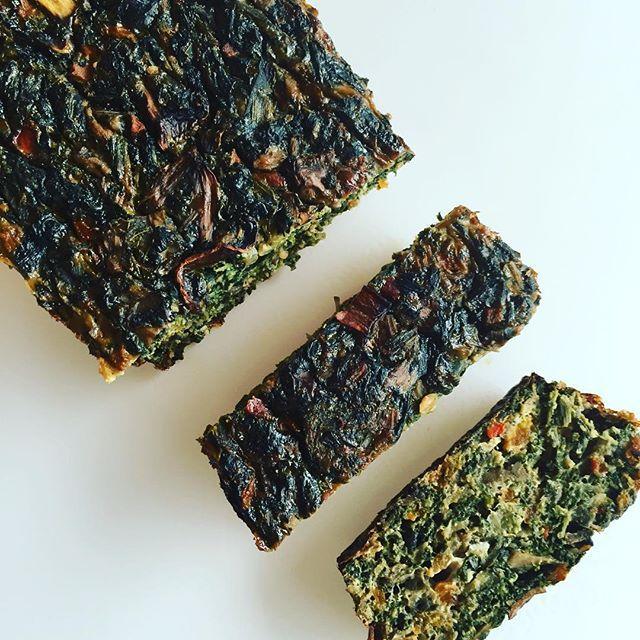 🍠🌽🍆🍅TERRINA de VEGETALES🍅🍆🌽🍠 Dedicado a todas mis pacientes que me piden opciones con vegetales cocidos. Ideal para freezar y tener listo para cuando se acaban las ganas y las ideas de cocinar .🔸Necesitas (Rinde 4 porciones): 🔻1 paquete de espinaca descongelada (300 gramos) o 1 y 1/2 taza de espinaca hervida y escurrida. 🔻2 zanahorias medianas hervidas (pueden usarla rallada pero queda mucho mejor pre cocida). 🔻1 bandeja de champiñones (8 u. aprox). 🔻1/4 morrón rojo. 🔻2…