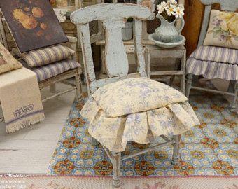 Silla de madera miniatura estilo Shabby azul, amarilla y azul de lona, moto de espíritu, muebles para casa de muñecas, escala 1: 12