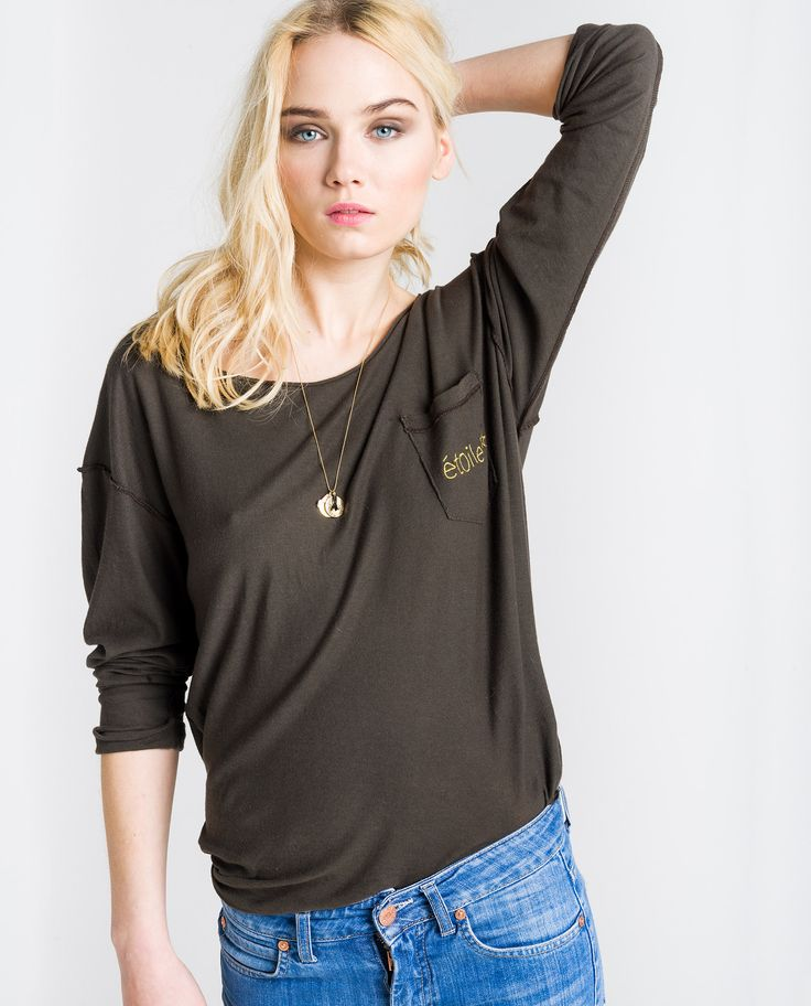http://www.thehiptee.com/es/mujer/931-ami-new-tee-pocket-reverse-c-washed-black.html