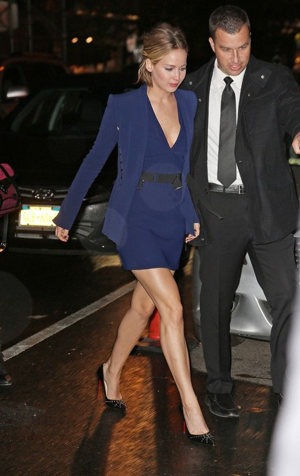 For a dressy cocktails outfit take a cue from Jennifer Lawrence and go for a matching jacket and mini dress, paired with sparkly pumps.