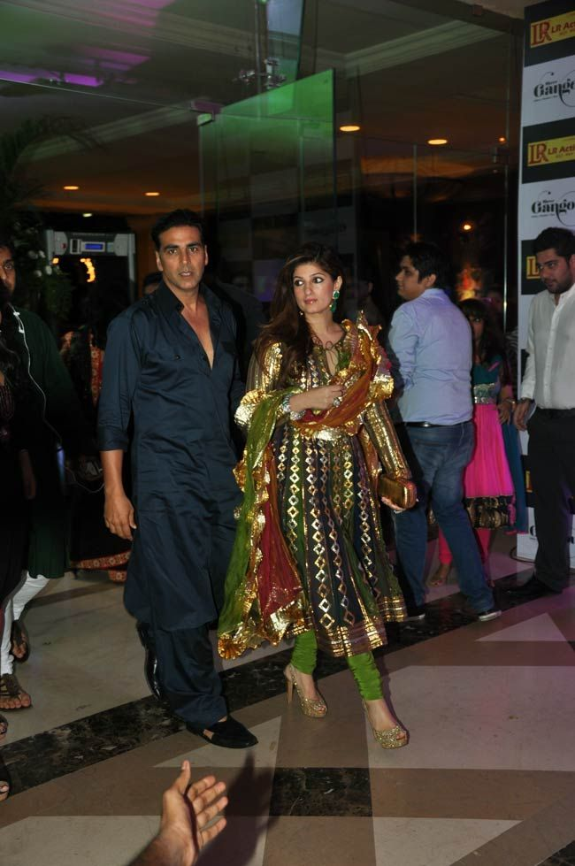 Akshay Kumar attended the party with wife Twinkle Khanna. #Bollywood #Fashion