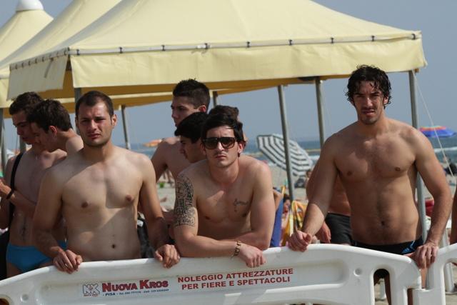 curiosità per il beach soccer ai bordi del Beach Stadium di Viareggio