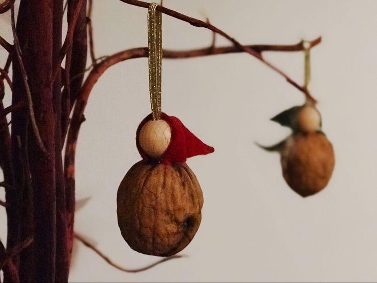 Langsam rückt Weihnachten näher und damit füllt sich das Haus mit den besonderen Kleinigkeiten und gemütlichen Besonderheiten. Ein Zauber legt sich über alles. In jedem Jahr sind die Goldnüsse ein… Weiterlesen