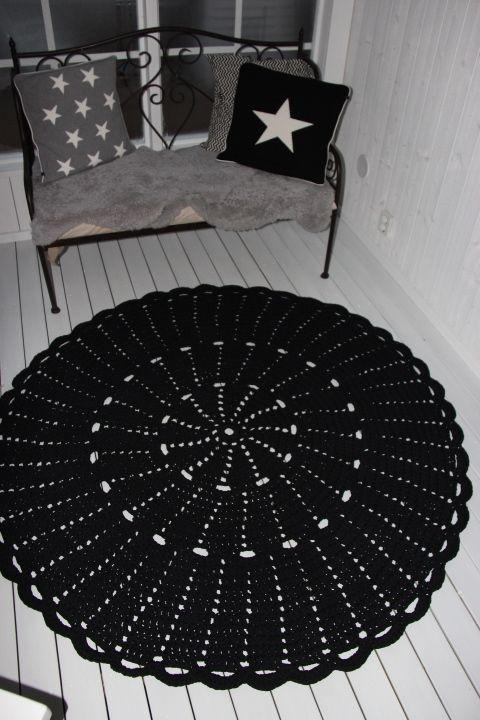 Virkattu 170cm matto (ontelokude musta)