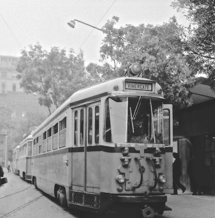 ...tranvia Milano-Cassano-Vaprio d'Adda - convoglio di tre unità interbloccate (1°serie) - ATM-482 - Milano pz. Aspromonte - 24 set 1967 - © Umberto Garbagnati -