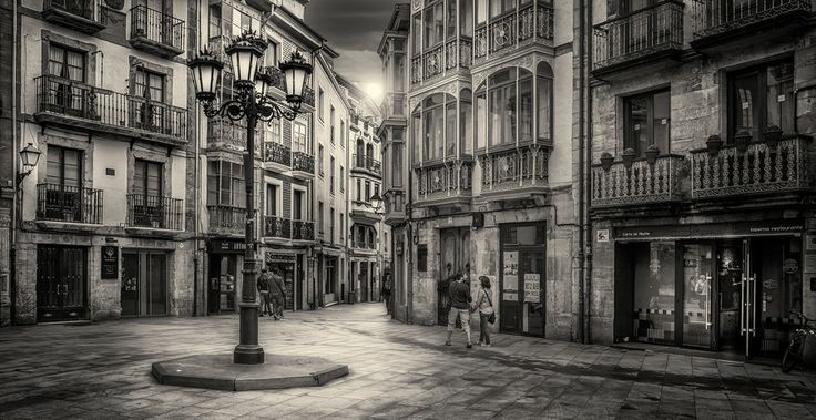 Walking in Oviedo by Jose Luis Mieza on 500px