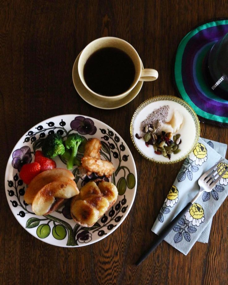 2017.01.27 Fri. 朝ごはん ✴︎ ✴︎ シナモントースト(りんご・バナナ) ヨーグルト(麹甘酒・チアシード・シードミックス) 珈琲 ・ 「明日はシナモントーストでいい?」 「いいよ。」 …と言ってたんだけど、 ヘンリー王子起きて来られません。笑 ・ ・ #breakfast #foodstagram #foodphoto #foodpic #instagramjapan #instafood #delistagrammer #cookingram #kurashiru #tablephoto #iittala #kastehelmi #paratiisi #marimekko #starbucks #onibuscoffee #reirabo #イイホシユミコ #イッタラ #カステヘルミ #マリメッコ #パラティッシ #朝食 #北欧食器 #朝ごはん #シナモントースト #朝時間 #日々 #暮らし #丁寧な暮らし