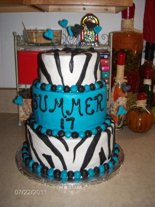 My daughter summer 39 s 17th birthday cake decorating for 17th birthday decoration ideas