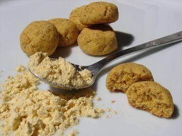 Le lupin, c'est une légumineuse dont la graine est utilisée entre autre pour faire de la farine, sans gluten mais bourrée de protéines, et qui a une saveur