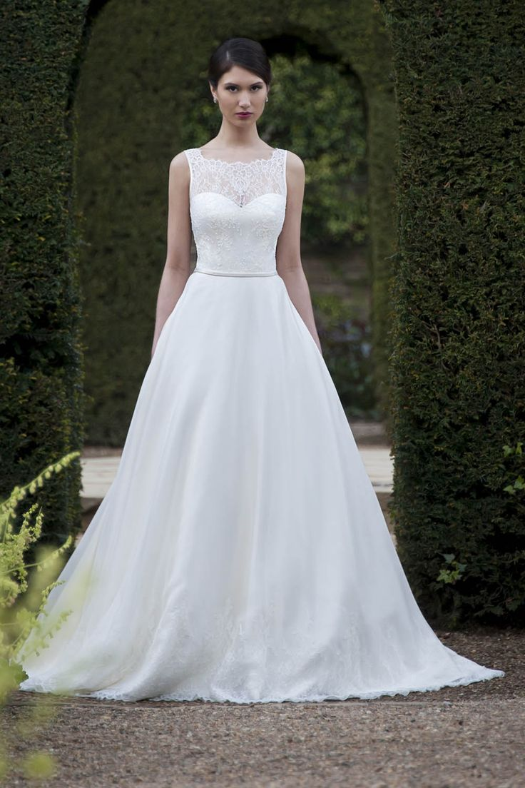 9 best Bridal gowns images on Pinterest | Wedding frocks, Short ...