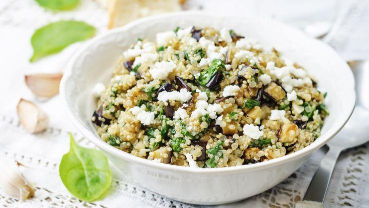Préparation : 1. Dans une grande casserole d'eau bouillante, faites cuire le quinoa10 à 15 minutes. Egouttez, et laissez-le refroidir. 2. Pendant ce temps, pelez le quart de concombre, puis …