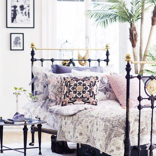 Odd Molly bjuder på vårinspiration till fullo @oddmollyintnl #oddmolly #oddmollyhome #home #design #inredning #spring #vår #designinredning #interior123 #interior #pink #sängkläder #sovrum #mönster #pastell #insporation #inspo #inspiration