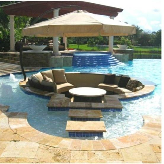 """""""floating"""" poolside furniture set"""