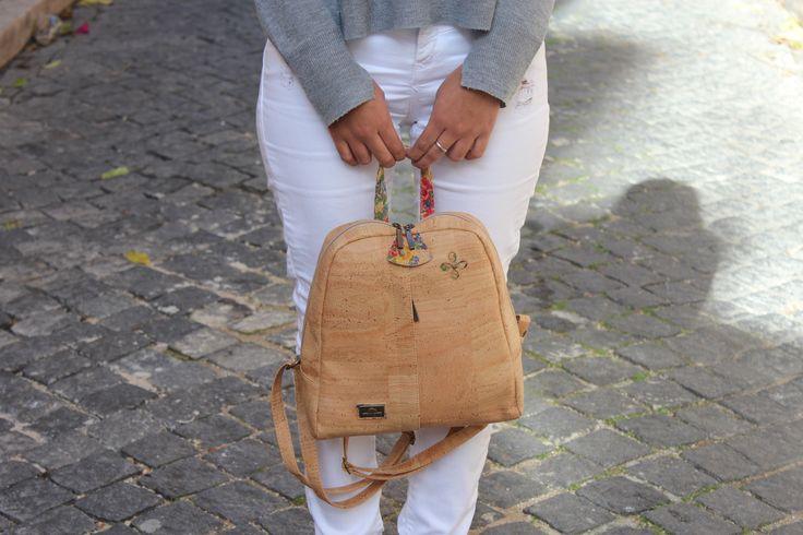 Mochila original fabricada en corcho. Perfecta para el día a día. ¡Descúbrela! #bolsito #bolso #corcho #original #complementos #accesorios #regalo.