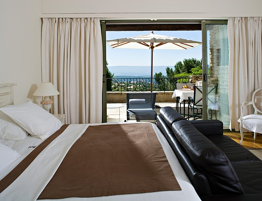 Lilly suite hotel les bories gordes france abroad for Hotels gordes