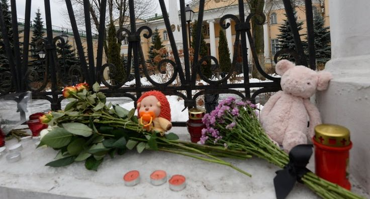 Un bebé de seis meses, el único superviviente de la masacre de Gyumri, falleció este lunes en el hospital por las heridas de bayoneta sufridas en el ataque de un soldado ruso a su familia el pasado lunes día 12, comunicaron fuentes médicas armenias.