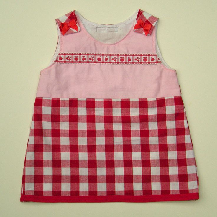 Dress ISABEL Sweet dress in pink and checked red cotton. Little bow ties in satin on the shoulders.