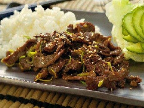 Många tycker om den japanska rätten yakiniku. Marita har gjort yakiniku i många år efter detta recept som hon nu vill dela med sig till Allt om Mat:s läsare. Mirin finns på den asiatiska hyllan eller i en asiatisk butik. Köttet ska frysas för att sedan halvtina och skäras i riktigt tunna skivor.