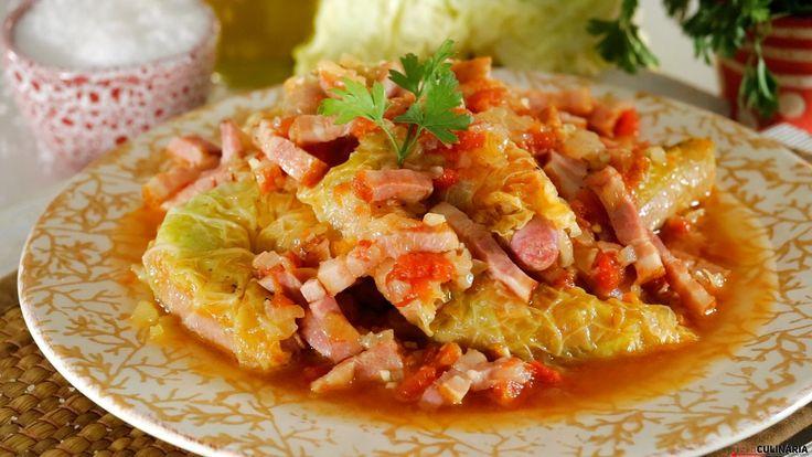 Receita de Salsichas enroladas em couve-lombarda. Descubra como cozinhar Salsichas enroladas em couve-lombarda de maneira prática e deliciosa!