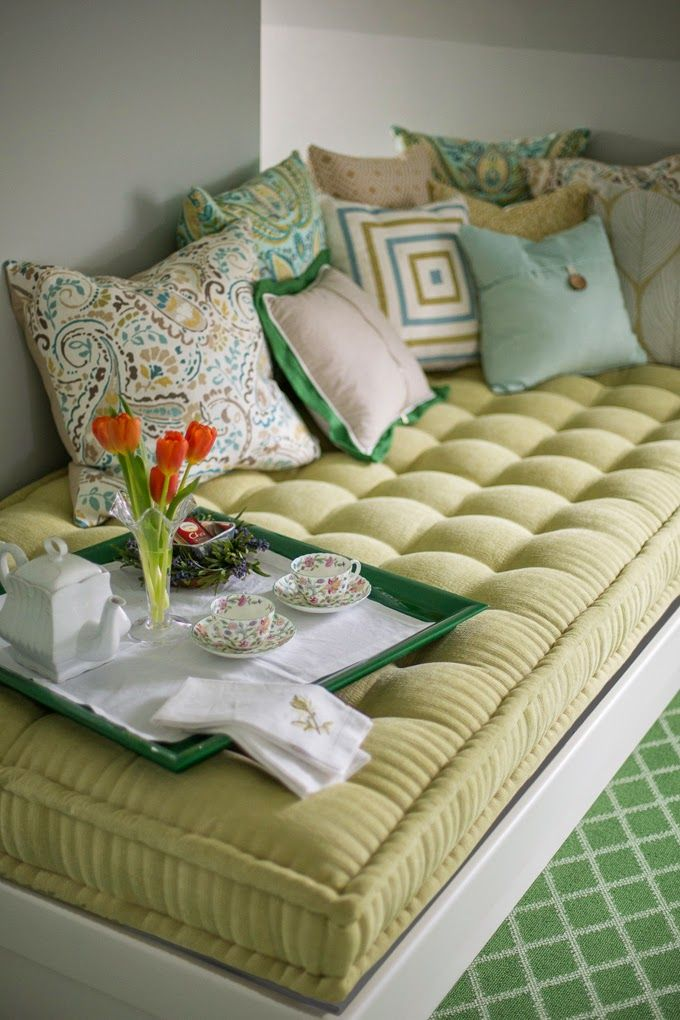 House of Turquoise: Kelly Rogers Interiors love the tufted bench!