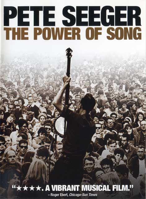 """Pete Seeger The Power of Song """"Deinend in liefdevolle hoop de wereld te verbeteren keek ik deze documantaire en werd mijn hart wat lichter. Pete Seeger was een gedreven man en zijn publieke werk is indrukwekkend. Hij trok de amerikaanse folk-music uit de obscuriteit naar de mainsteam en gaf daarmee de burgerrechtenbeweging een stimulerende soundtrack. Hij organiseerde mensen en muziek om de wereld mooier te maken. +Bob Dylan die meehaakt in Kumbaya. Dat is een glimlach waard."""""""