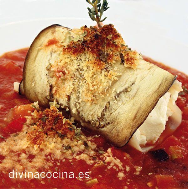 Para 8 rollitos: 2 berenjenas lisas y firmes - 8 lonchas de jamón cocido o ibérico a tu gusto - 8 cucharadas de queso crema - 50 gr de pasas sin semilla - 1 vasito de Pedro Ximénez - Aceite de oliva virgen extra, sal y pimienta - Salsa de tomate (2 tomates maduros. media cebolla