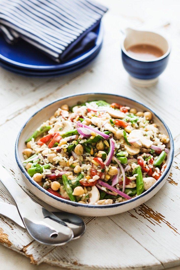 Hülsenfrüchte-Gemüsesalat mit Kichererbsen, Linsen, Champignons, Paprika und Reis | http://eatsmarter.de/rezepte/huelsenfruechte-gemuesesalat