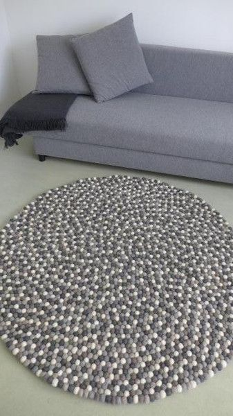 140 cm, Teppich aus Filzkugeln in Naturtönen von Le La Om  auf DaWanda.com