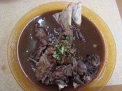Banyak sekali makanan enak di kota ini, dan yang paling membekas di benak saya dari kecil adalah  Coto Makassar dan Sop Konro-nya