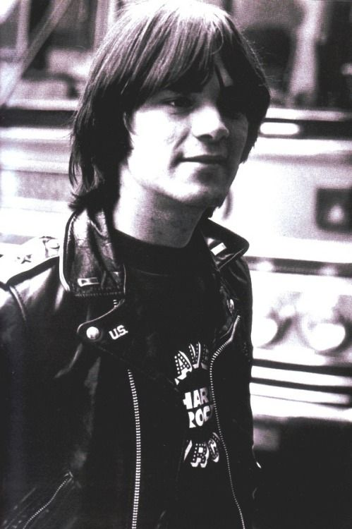 Pin by isabelle on The RamOnes Punk Genuine. | Johnny