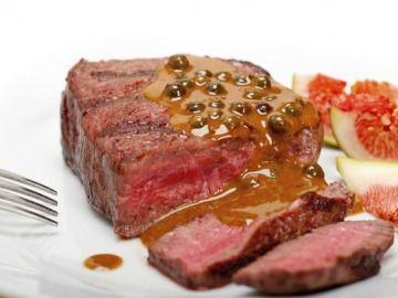 Hovězí biftek s omáčkou ze zeleného pepře a koňaku