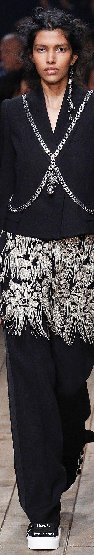 Alexander McQueen Collection Spring 2016 Ready-to-Wear