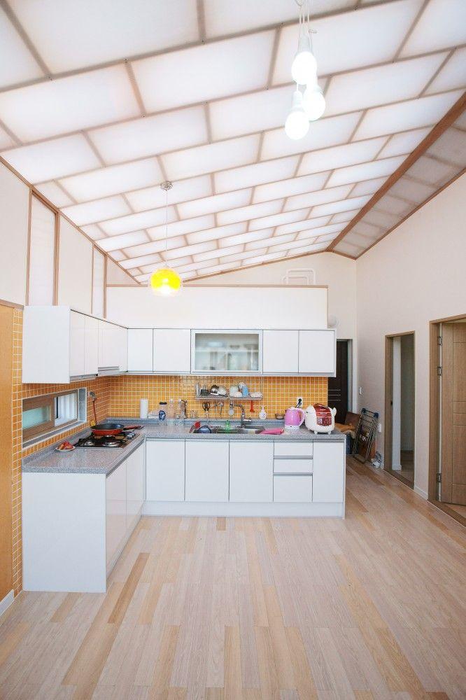 Low Cost House / JYA-RCHITECTS + Mue & Zijn Architects in Jeollanam-do, South Korea #skylight