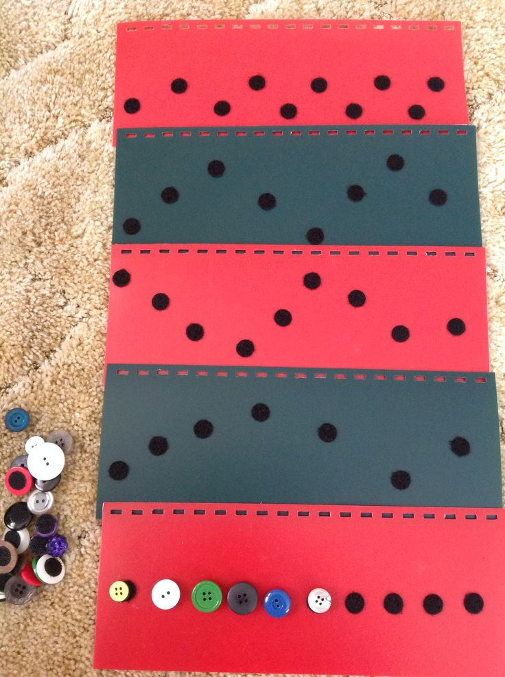 Use Velcro dots to encourage tactual skills and reading left to right tracking. Have students place Velcro buttons on the dots. Bind together on top or side like a book. Visit pinterest.com/wonderbabyorg for more early literacy pins!