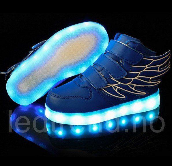 Blå LED-barnesko Dragonfly light | LED barnesko. LED-skoene finner du i nettbutikken ledtrend.no. Prisene på ledskoene varer varierer fra 599-, og oppover, GRATIS frakt på alle varer. Vi har mange forskjellige LED-sko, ta en titt da vel? på: www.ledtrend.no