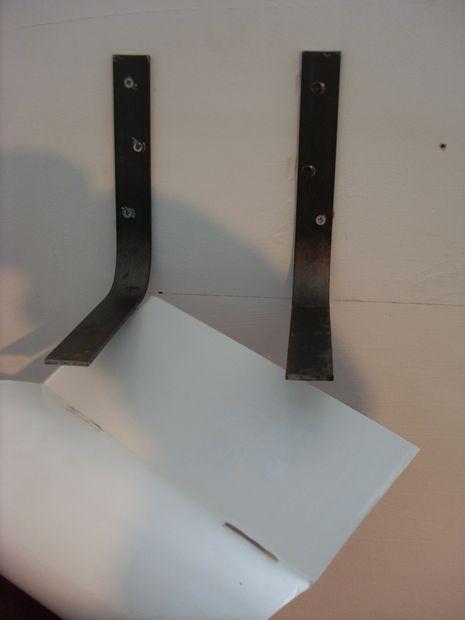 bookshelf invisible on homemade brackets