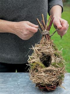 Мастер класс для птиц домик из лозы и сухой травы.