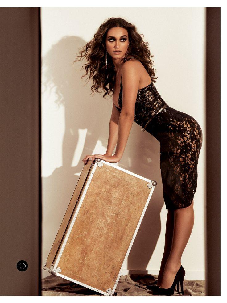 Fotos de Débora Nascimento na revista 'VIP'