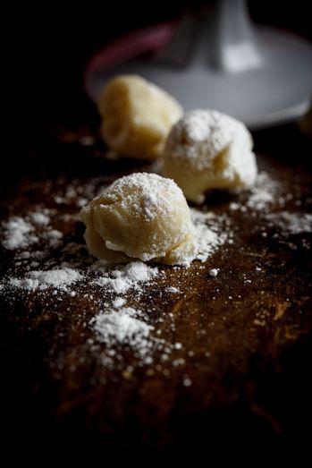 White Chocolate – Cigar truffles. YUM! so easy and so fast!