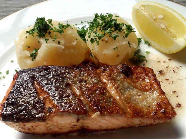 バターソースが決め手!絶品★鮭のムニエルの画像