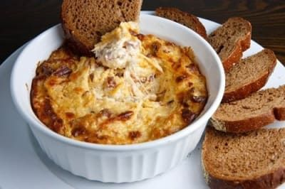 Sanduíche sem pão = poucos carboidratos = saudável. Certo? Pegue a receita aqui.